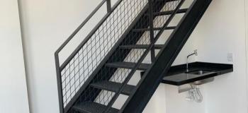 Escada metalica preta