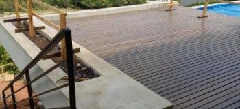 Mezanino metalico com piso de madeira