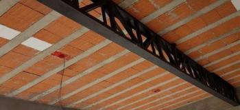 Reforço estrutural com vigas metálicas